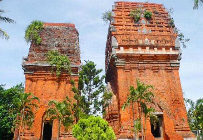 Sức lôi cuốn của quần thể kiến trúc tháp Chăm Pa ở Bình Định