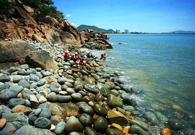 Bãi tắm Hoàng Hậu danh lam thắng cảnh Bình Định