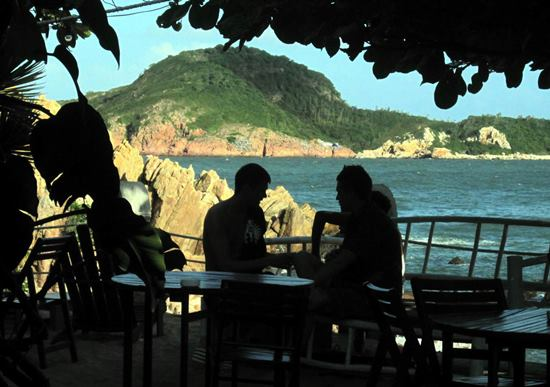 Hòn Ngang (thuộc DA Khu DL biển Casa Marina Island) nhìn từ nhà nghỉ homestay Big Tree ở Bãi Xép (KV1, phường Ghềnh Ráng - TP Quy Nhơn).