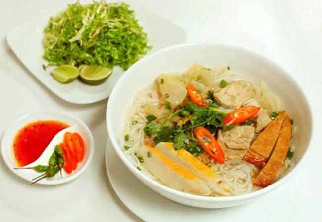 Bún chả cá, bánh canh chả cá - đặc sản bình dân của Quy Nhơn